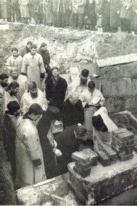 закладка камня